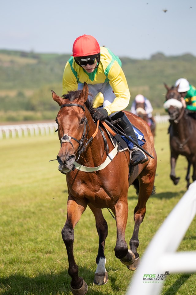 BALLY LONGFORD wins twice at Ffos Las