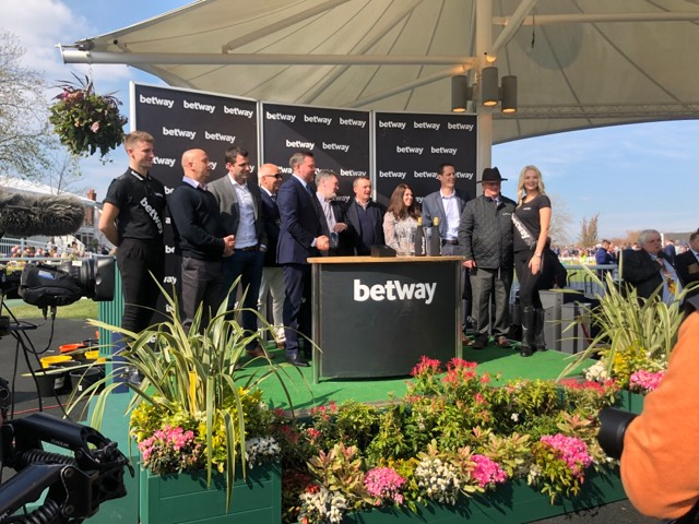 RESERVE TANK wins the Grade 1 Betway Mersey Novices' Hurdle